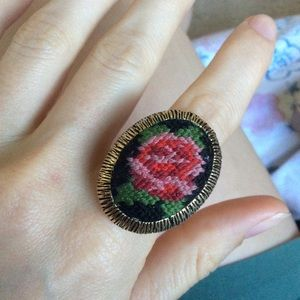 Vintage Jewelry - Etched Needlepoint Ring Golden Rose